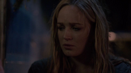 Sara Lance and her friends find father Cindy (3)