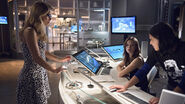 Felicity, Cisco and Catlin in S.T.A.R. Labs