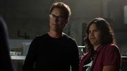 Harry i Cisco tworzą specyfik dla Firestorma