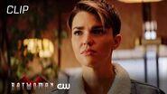 Batwoman Season 1 Episode 13 Luke Debriefs Kate On Nocturna Scene The CW