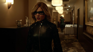 Evelyn Sharp aka Black Canary want kill Ruve Adams (3)