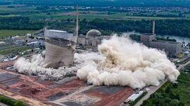 Kühltürme_des_Atomkraftwerks_Philippsburg_bei_Karlsruhe_gesprengt