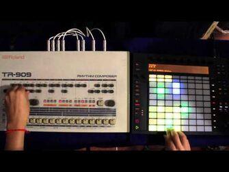 Roland_TR-909_meets_Ableton_Push