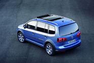 2011-VW-CrossTouran-10