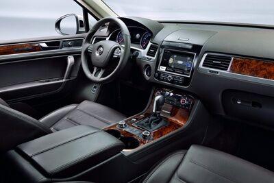 2011-Volkswagen-Touareg-14448small.jpg