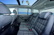2011-VW-CrossTouran-4