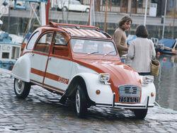 Citroën 2CV.jpg