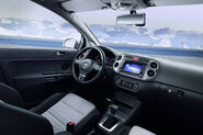2010-VW-CrossGolf-5