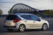 2010-Peugeot-207-SW-1