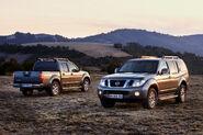 2011-Nissan-Pathfinder-Navara-12