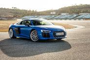 2017-Audi-R8-V10-Plus-front-three-quarter-01