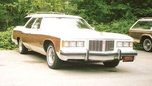 1976 Pontiac Grand Safari.jpg
