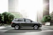 2011-Toyota-Highlander-Carscoop-14