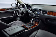 2011-Volkswagen-Touareg-14448