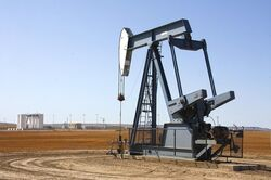 Trivella di estrazione petrolifera.jpg