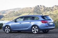 Opel-Astra-Sports-Tourer-12