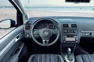 2011-VW-CrossTouran-2