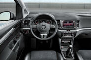 2011-VW-Sharan-MPV-2