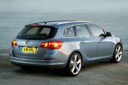Opel-Vauxhall-Astra-Sports-Tourer-11
