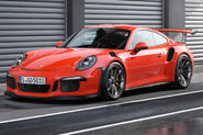 2016-Porsche-911-GT3-RS-front-three-quarter-view