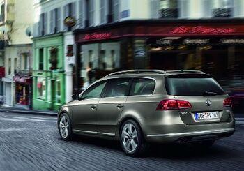 2011-VW-Passat-18amlAA.jpg