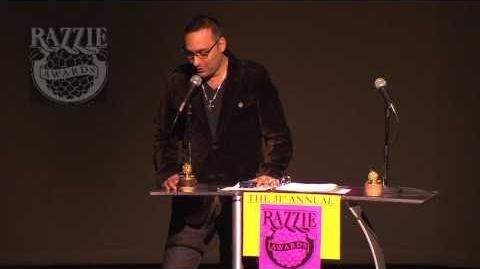Russell_Peters_Accepts_Razzie_for_M_Night_Shyamalan