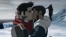 Korra und Mako küssen sich.png
