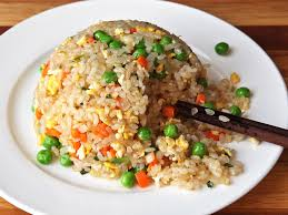 Come on, make delicious fried rice with cheap ingredients.