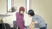 Toru pokazuje Kosugiemu chat