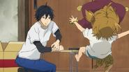 Seishuu tira una almohada a Naru