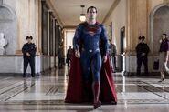 Superman caminando
