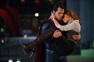 Superman cargando a Lois