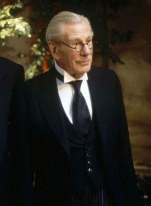 Alfred Pennyworth (Michael Gough)