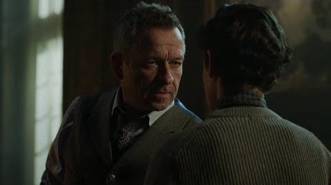 Alfred descubre que Bruce está desaparecido.