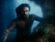 JL Aquaman underwater