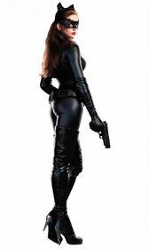 Anne-hathaway-catwoman-ew.jpg