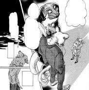 Seven presionada por la presencia de sus compañeros de trabajo (Manga)