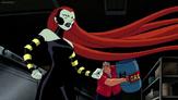 El Abuelo Max apunto de salvar a Gwen del ataque de Medusa.