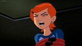 Gwen siendo aplastada por los pelos-tentaculos de Medusa