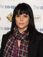 Neve campbell scarf bangs