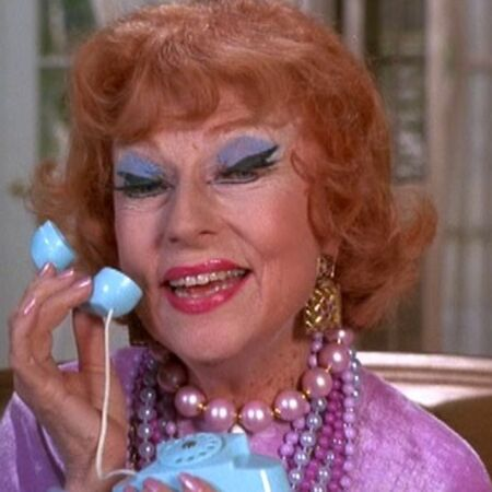 Endora Toy Phone 8×01.jpg