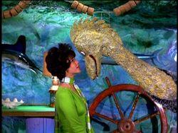 Serena Loch Ness Monster 8×03.jpg