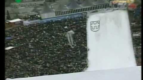 Frank_Loeffler_45m_-_Innsbruck_K108_2001_-_dangerous_crash