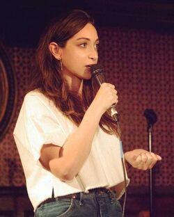Jamie-lee-microphone.jpg