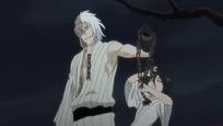 Kokuto sosteniendo a Rukia