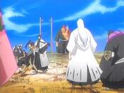 Aizen rodeado del Gotei 13