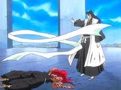 Byakuya muestra sus respetos a Renji