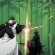 Kenpachi attacks Onmitsukido.png