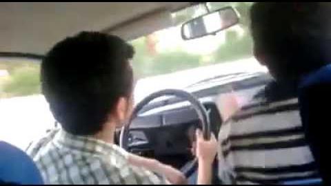 Acemi şoför fren yerine gaza basarsa (FRENE BAS LAN)
