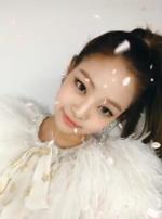 Jennie at the Melon Music Awards using snow